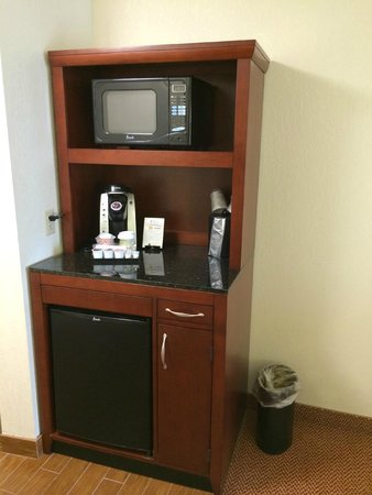 Hilton Garden Inn Allentown West: Microwave, coffee, fridge