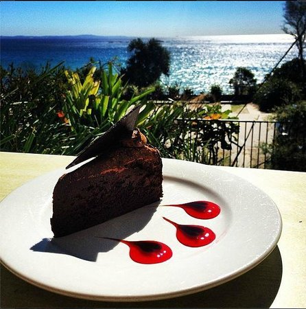 Bistro Dining at Stradbroke Island Beach Hotel: have your cake and eat it too!
