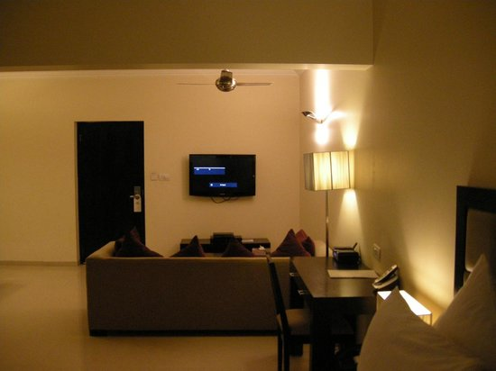 Casa de Bengaluru: View from the bed, with the room door to the TV's left. The kitchen area is to the door's left