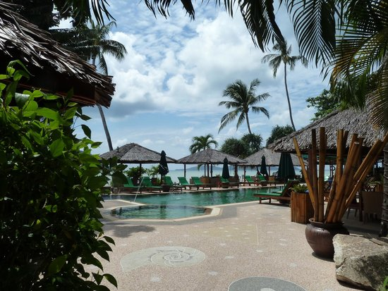 Friendship Beach Resort & Atmanjai Wellness Centre: Atmanjai pool to the sea beyond.
