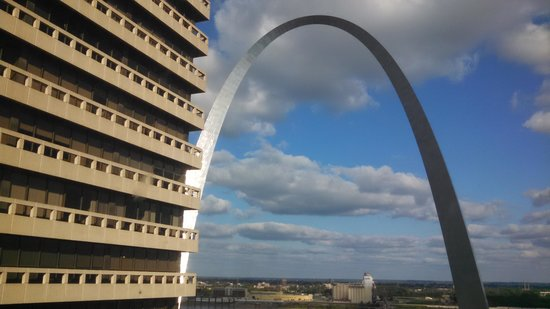 Drury Plaza Hotel St. Louis at the Arch: View of Arch from window