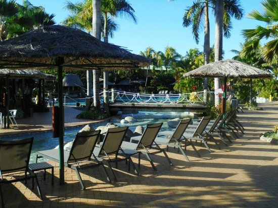 Outrigger Fiji Beach Resort: Looking towards the pool area