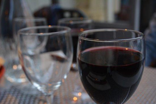 Le Bistrot du Louchebem : glass of wine