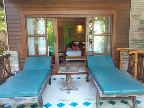 Somkiet Buri Resort: poolview room