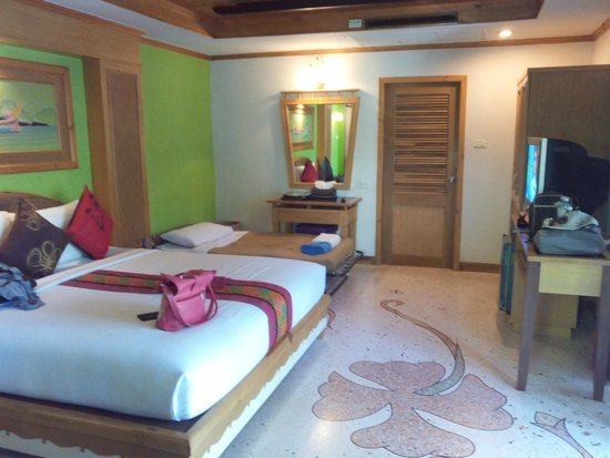 Somkiet Buri Resort: Our poolview room
