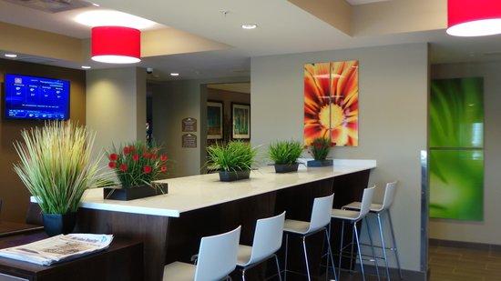 Microtel Inn & Suites by Wyndham Lloydminster: Lobby