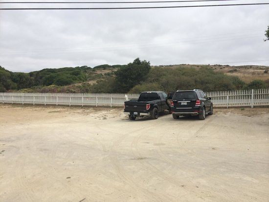 Tomales Bay Oyster Co.: Parking