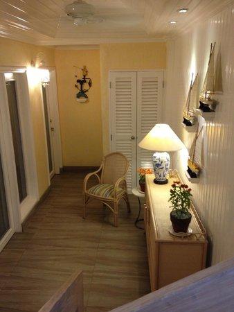 The Inn at Cliffhouse Tagaytay: Hallway
