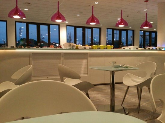 prizeotel Hamburg-City: Stayed one night, clean, comfortable and central located. Nice breakfast.