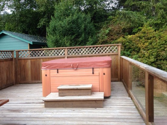 Point West Cottages : Hot tub
