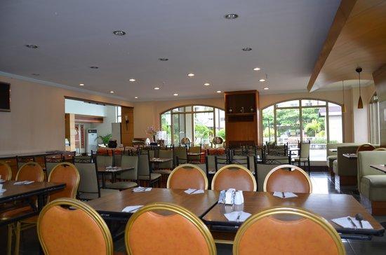 Subic International Hotel: Dining Room