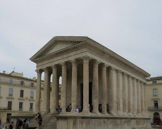 La Maison Carrée : The Temple