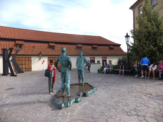 Musée Franz Kafka : 美術館の中庭