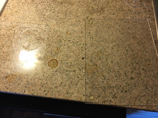 Extended Stay America - Seattle - Bothell - Canyon Park: Dirty Countertop !