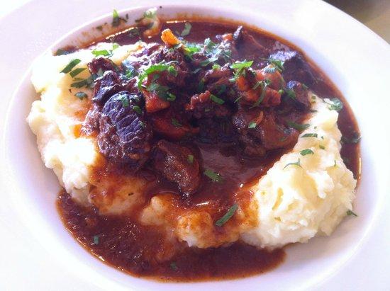 Ha Kovshim : Beef stew on purée