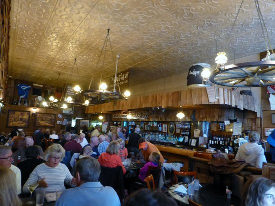 Outlaw Restaurant: popular place