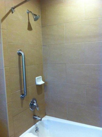 Best Western Plus Inn Of Ventura: Shower