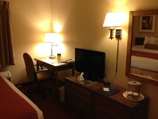 BEST WESTERN Grants Pass Inn: Desk & TV