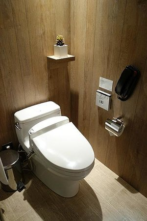 HOTEL QUOTE Taipei : トイレ(TOTOウォシュレット)