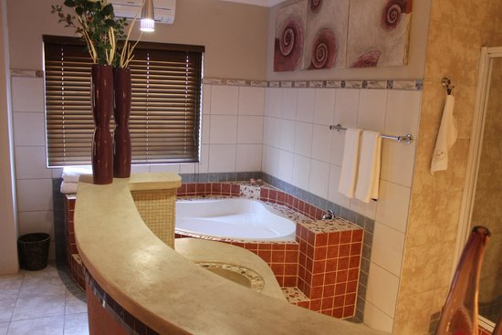 Kumbaya House West Beach Cape Town: En-Suite 1/Michélle downstairs with garden & patio