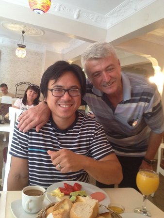 Ares Hotel: Youssef, the man that takes care of breakfast and gives awesome local tips. Even lent us his tra