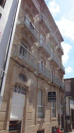 Montes Pensión Boutique: Hotel Building