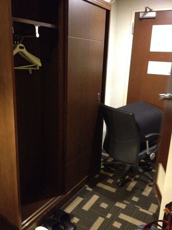 Shinjuku Washington Hotel Main: We have no choice but to place the Office Chair there