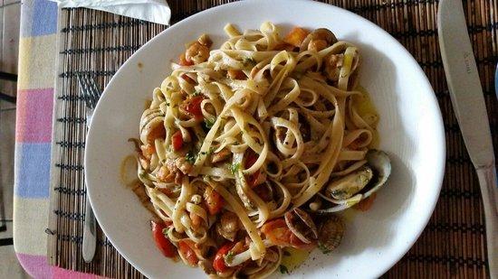 Luigi's: 'Pasta di mare' com tomates.