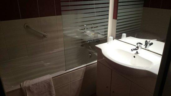 Le Tropic Hotel : La salle de bain