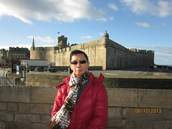 MERCURE Saint Malo Balmoral : St Malo, the walled city, is about 20 minutes walk from the hotel