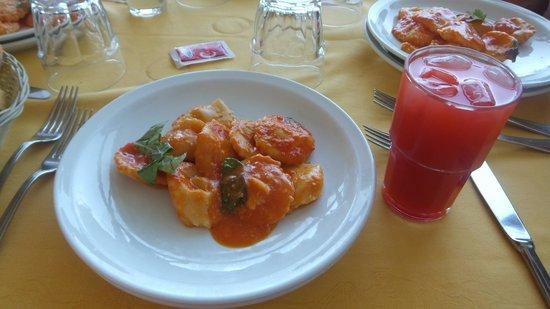 La Pigna: ラビオリとジュース