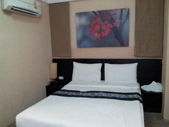 White Patong: Comfortable and very clean bed and noiseless AC