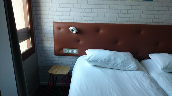 chambre minuscule photo de ibis styles chartres le coudray tripadvisor. Black Bedroom Furniture Sets. Home Design Ideas