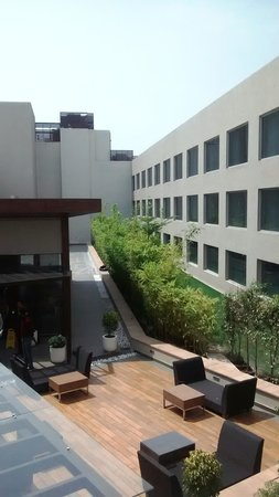 Courtyard by Marriott Bhopal : View from Restaurant Lobby