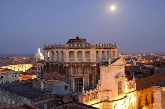 Hotel Royal: vista -  chiesa San Giuliano