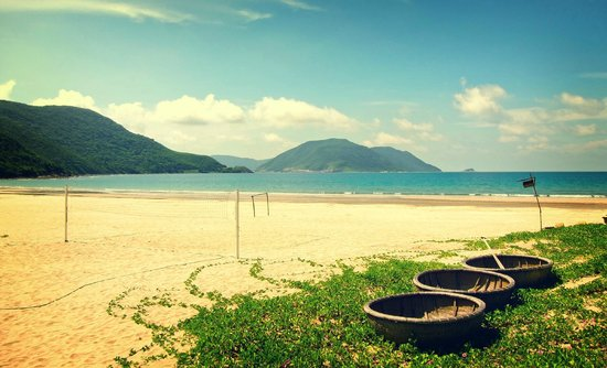 Six Senses Con Dao : Main Beach Vista with Basket Boats