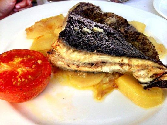 Restaurant Montserrat: Rodaballo al horno