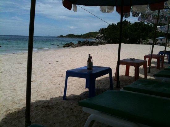 Nual Beach: 静かなビーチ