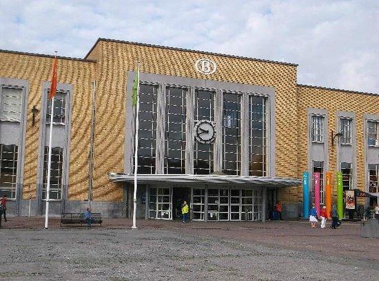 Station Brugge : Main entrance to station