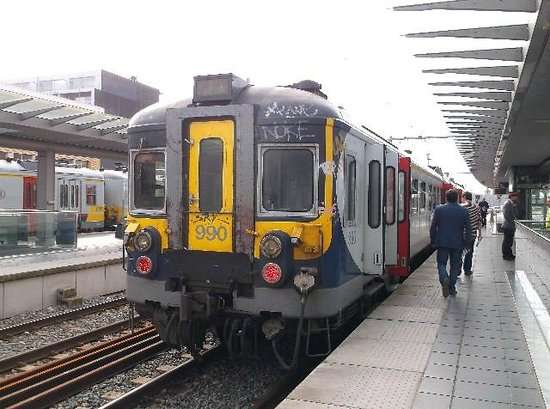 Station Brugge: Train at one of the platforms