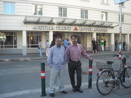 Austria Trend Hotel Ananas: In front of the hotel