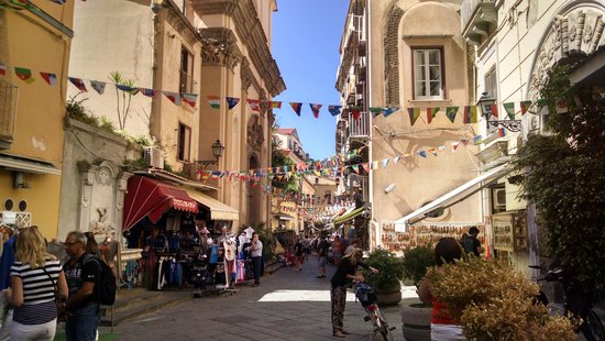 Magi House Relais: One of the many streets in Sorrento