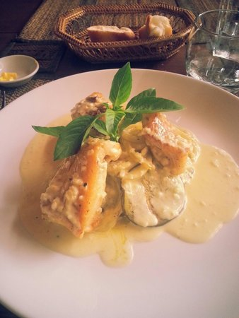 Old House Restaurant: Pan fried bar fish with white wine sauce.