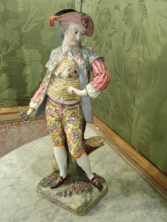Villa Pignatelli: Statuetta