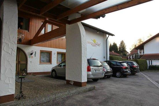 Appartement Gästehaus Köpf: стоянка у отеля