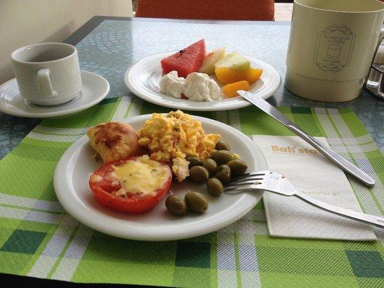 Bali Star Hotel: завтрак