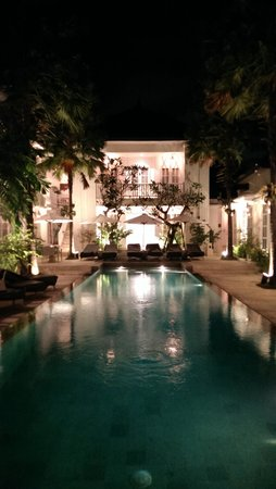 The Colony Hotel Bali: Pool at night