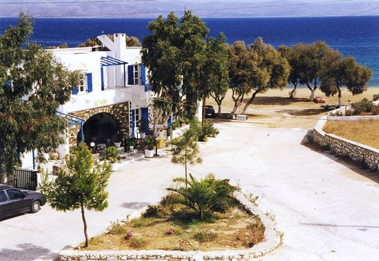 Akteon Hotel & Studios: position of the hotel,20 meters from Logaras Beach