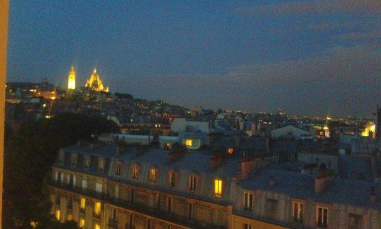 Mercure Paris Montmartre Sacre Coeur: Paris by night