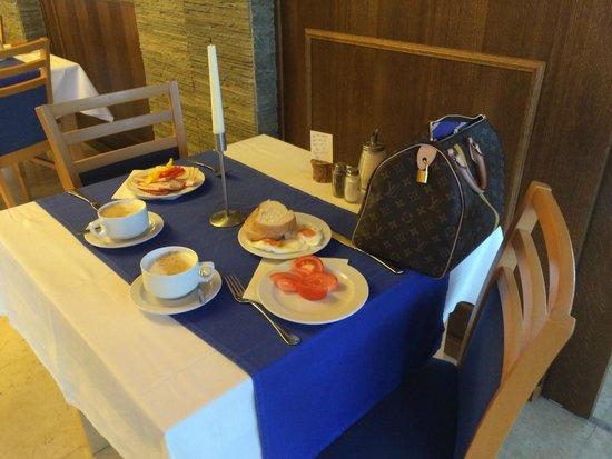 Hotel Porec: Our table